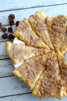 cooking recipes Tasty Weight Watchers Cinnamon Sugar Pizza you CAN NOT stop eating! This Weight Watchers recipe is easy to make and super yummy. Simple WW recipe for the BEST breakfast Weight Watcher Desserts, Weight Watchers Snacks, Weight Watchers Smart Points, Healthy Recipes, Ww Recipes, Gourmet Recipes, Healthy Snacks, Cooking Recipes, Pizza Recipes