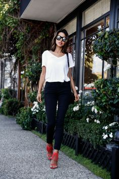 Celebrity and street style inspiration for chic outfits with white t-shirts. Style Désinvolte Chic, Mode Style, Boho Chic, Inspired Outfits, Chic Outfits, Classic Outfits, Casual Chic, Look Fashion, Womens Fashion