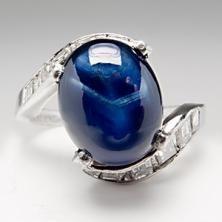 Vintage & Antique Engagement Rings - EraGem    Dont like the square accent diamonds