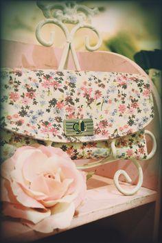 turnlock purse in floral print