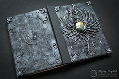 Artista usa argila para modelar e criar incríveis capas de livros…