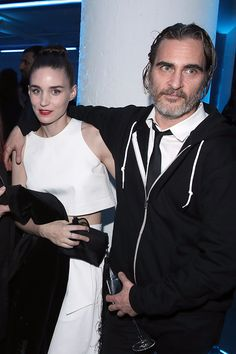 60 Meilleures Joaquin Phoenix Photos et images Rooney Mara, Joaquin Phoenix, Celebrity Couples, Celebrity News, Hollywood, Grey Beards, River Phoenix, Hottest Male Celebrities, Joker