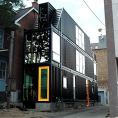 THE TORONTO CONTAINER HOUSE Very exciting that we are sharing another The Casa Club exclusive with you today! This is Toronto's very first permanent shipping container house. Sea Containers, Sea Container Homes, Building A Container Home, Container Buildings, Cargo Container, Container Store, Shipping Containers For Sale, Shipping Container Home Designs, Shipping Container Office
