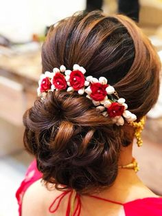 Simple hair buns for sarees & lehengas to style up your looks bun hair style girl - Hair Style Girl Wedding Hair Brooch, Bridal Hairstyle Indian Wedding, Bridal Hair Buns, Bridal Hairdo, Wedding Hairstyles For Long Hair, Short Hair, Hair Wedding, Hairstyles For Weddings, Thin Hair