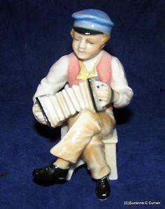 Antique-Karl-Ens-Dresden-Volkstedt-Musician-Man-with-Squeeze-Box-German-Figurine