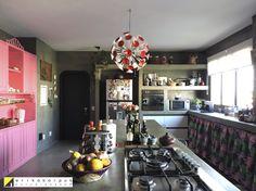 Cozinha de concreto da Erika Karpuk sob o conceito OBRA LIMPA
