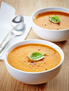 This Fall Roasted Sweet Potato and Carrot Soup Recipe is incredibly easy to make (it takes less than 20 minutes to prepare) but tastes as though it has been cooking all day! Paleo Recipes, Real Food Recipes, Soup Recipes, Cooking Recipes, Easy Recipes, Clean Eating, Healthy Eating, Butternut Squash Soup, Roasted Butternut