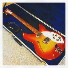 お客様の楽器を御紹介!  Rickenbacker 330  www.musicshopbob.com  #Rickenbacker #リッケンバッカー #楽器 #鹿嶋 #茨城 #bob_kashima #ボブ楽器店