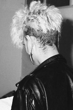 The ultimate hairstyle of the (Martin Gore of Depeche Mode. Mr Martin, Martin Gore, Famous Songwriters, More Gore, Band Pictures, Dave Gahan, Nikki Sixx, My Favorite Music, Cool Bands