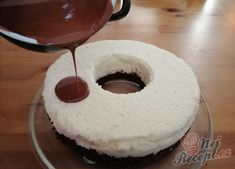 Nepečený kokosový pamlsek z bábovkové formy připraven za 10 minut. | NejRecept.cz Doughnut, Izu, Red Velvet, Muffin, Snacks, Baking, Recipes, Food, Cheesecake