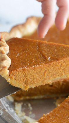 Easy Pie Recipes, Fall Dessert Recipes, Fall Desserts, Just Desserts, Baking Recipes, Holiday Recipes, Delicious Desserts, Homemade Pumpkin Pie, Pumpkin Pie Recipes
