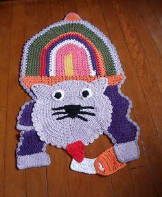 Tapetes Criativos: GATO TOMANDO LEITE Cute cat rug!!!