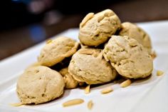 A delicious diabetic cookie recipe for almond sugar cookies. Recipe includes all nutritional and diabetic exchange information to help you manage your type 1 diabetes or type 2 diabetes. Cookie Recipe Uk, Diabetic Cookie Recipes, Diabetic Cake, Diabetic Desserts, Low Carb Recipes, Diabetic Foods, Pre Diabetic, Diabetic Living, Healthy Recipes