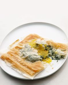 Phyllo Squares with Baked Egg, Spinach, and Cheese. These savory pastries from the Martha Stewart Living digital magazine for iPad make a showstopping first course or brunch dish. Serve them with salad greens, and dinner's on. Brunch Dishes, Brunch Recipes, Breakfast Recipes, Breakfast Ideas, Brunch Ideas, Quick And Easy Breakfast, Best Breakfast, Savory Breakfast, Power Breakfast