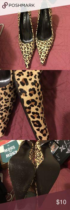 Animal print shoes 👠 Cheetah like animal print shoes size 8 1/2 hardly earn Gabriella Rocha Shoes Heels