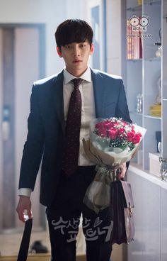 I bring you flowers Yoona Ji Chang Wook, Ji Chang Wook Smile, Ji Chang Wook Healer, Ji Chan Wook, Choi Min Ho, Lee Min Ho, Asian Actors, Korean Actors, Lopsided Smile