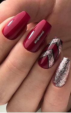 Acrylic Nail Art 430867889349694144 - Lovely and Trending Glitter Nail Designs for This Year Part glitter nail art; glitter nails acrylic Source by Shiny Nails, Red Nails, Xmas Nails, Christmas Nails, Gel Nagel Design, Nagellack Design, Red Nail Designs, Nail Designs With Glitter, New Years Nail Designs