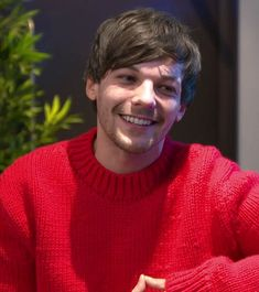 Louis in Red Louis Tomlinsom, Louis And Harry, Brave, Best Song Ever, My Sun And Stars, Louis Williams, Red Aesthetic, Larry Stylinson, Liam Payne