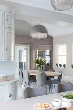 A luxury bespoke kitchen project by Humphrey Munson including utility room, boot room and dining room in picturesque Theydon Bois. Contemporary Open Plan Kitchens, Foyer Decorating, Lounge, Beautiful Kitchens, New Kitchen, Kitchen Dining, Home Kitchens, Decoration, Ideal Home