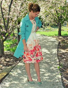 Beautiful floral print dress paired with a bright turquoise trench...LOVE!