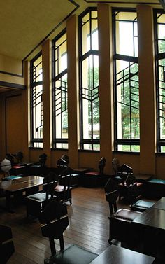 love the windows!!! Frank Lloyd Wright