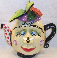 Would you like a spot of tea from Miss Happy Face? Chocolate Pots, Chocolate Coffee, Teapots Unique, Ideas Prácticas, Teapots And Cups, My Cup Of Tea, Tea Ceremony, Drinking Tea, Tea Time