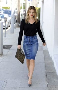 Knee Length Denim Pencil Skirt Outfit - How To Style Knee Length Denim Skirt Jean Skirt Outfits, Casual Skirt Outfits, Trendy Outfits, Demin Skirt, Rock Outfits, Casual Skirts, Denim Pencil Skirt Outfit, Jean Skirts, Waist Skirt