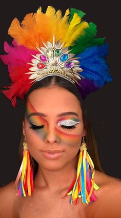 Carnival tiara, feathers, gemstones, headdress at Make Carnaval, Costume Carnaval, Carnival Outfits, Carnival Makeup, Carnival Fashion, Carnival Costumes, Headdress, Headpiece, Cheer Makeup