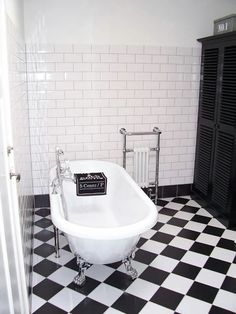 Bad op pootjes. Clawfoot Bathtub, Goals, Bathroom, Building, Home, Washroom, Full Bath, Buildings, Ad Home