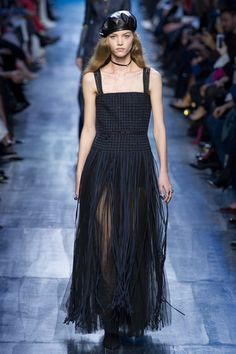 Christian Dior Fall 2017 Ready-to-Wear Fashion Show Collection