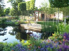 http://www.theoutdoorroom.co.uk/portfolio/show-gardens/hampton-court-flower-show-2006/1full.jpg
