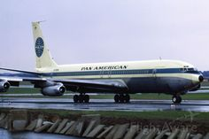 """Pan Am """"Clipper Invincible"""" in September 1969 at Düsseldorf (EDDL) Boeing 707, Boeing Aircraft, Passenger Aircraft, Jumbo Jet, International Airlines, Pan Am, Commercial Aircraft, Air France, Classic Tv"""