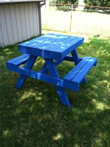 Kids Picnic Table from Reclaimed Wood and Pallets