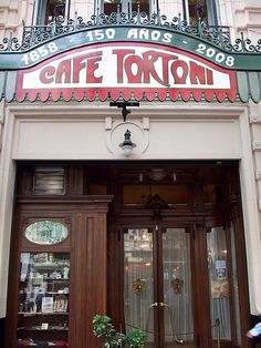 Once frequented by tango legend Carlos Gardel, and writers Neruda, Ruben Dario, Lorca and Borges, the Tortoni literary cafe is an insight to the Argentine belle époque.
