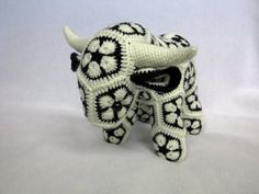 African Flower Crochet Cow Bull by kamidake on Etsy Crochet Cow, Crochet Teddy, Crochet Patterns Amigurumi, Love Crochet, Crochet Yarn, African Flower Crochet Animals, Crochet Puff Flower, Crochet Flower Patterns, Crochet Flowers