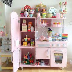 Pink Vintage Kitchen | KidKraft Toys | Shop online at DirectToys NZ
