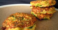 Tortitas de Brocoli y Zanahoria (Broccoli and carrot patties) Veggie Recipes, Baby Food Recipes, Mexican Food Recipes, Vegetarian Recipes, Cooking Recipes, Healthy Recipes, Light Recipes, Love Food, Healthy Snacks
