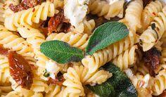 Pasta-mit-Salbei-getrockneten-Tomaten-und-Feta-Rezept-Vorschau