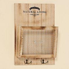 Dřevěný box na zeď s háčky