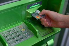 Если банкомат съел карту и намертво завис.