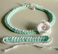 bandeau bébé au crochet avec bracelet assorti. Original et fait main en France.