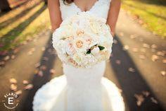 bridal bouquet, neutral bouquet, peony bouquet, rose bouquet #peonybud #fleurtaciousdesigns - Elario Photography
