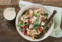 Chicken pasta salad with ranch sauce Watercress Salad, Cheese Pies, Greek Dishes, Italian Pasta, Salad Ingredients, Easy Salads, Chicken Pasta, Light Recipes, Health Diet