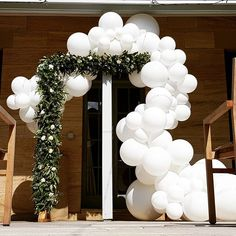 "When three colours and three textures combine. What a beautiful background to say ""I do""  Design by @rosellafloraldesigns.  #balloons #organic #arch #arbor #wedding #white #weddingballoons #qualatex"