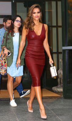 O estilo de Jessica Alba - Guita Moda Jessica Alba Outfit, Jessica Alba Style, Jessica Alba Fashion, Skirt Outfits, Casual Outfits, Office Outfits, Celebrity Look, Elegant Outfit, Mode Style