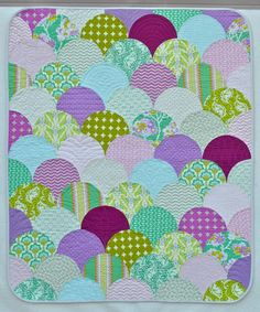 KAH says: I love that the designer rounded the corners of the quilt to play up the curves.