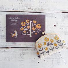 2色刺繍の韓国語版も完成。 とっても嬉しい!! English translation is coming soon #2색으로즐기는자수생활 #embroidery #刺繍 #히구치유미코