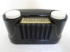 VINTAGE 1942 STEWART WARNER  MIDGET ART DECO OLD STREAMLINE BLACK BAKELITE RADIO