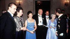 1976 Right to left Mauno Koivisto and Tellervo (Finland), Queen Silvia, Prince Bertil, Princess Lilian and King Carl Gustaf. Queen Silvia, Bridesmaid Dresses, Wedding Dresses, Finland, Prince, King, Helsinki, Royals, Fashion