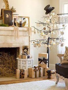 White Christmas --love the top hat. Easy Christmas Decorations, Christmas Tree Design, Noel Christmas, Merry Little Christmas, Primitive Christmas, Simple Christmas, All Things Christmas, Winter Christmas, Vintage Christmas